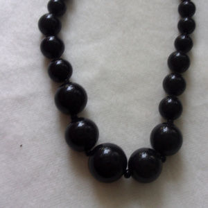 Jewelry - Vintage black graduated bead necklace